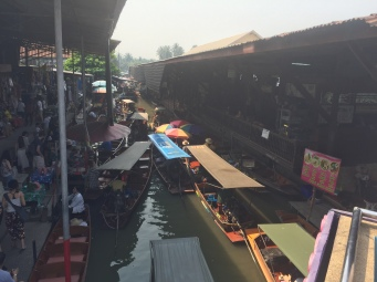 Floating Market Traffic